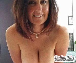 Reife Frau sucht Sexkontakt mit jungen Männern